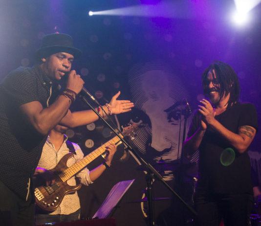Roberto Fonseca presenta a X Alfonso en lo que sería un concierto con mucho Temperamento. Foto Racso Morejón